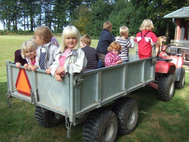 Eslovs Montessori 2012 på utflykt i fyrhjulingsvagnen